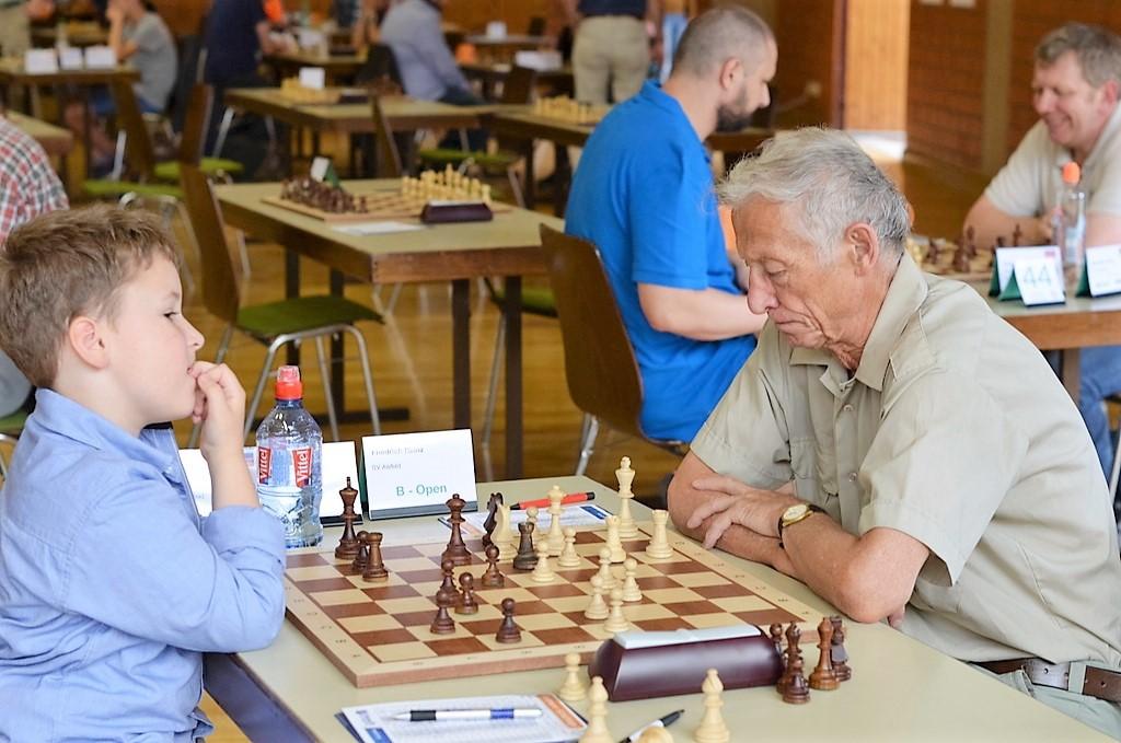 vellmarer-schachtage-2016-fingernägel-kauen