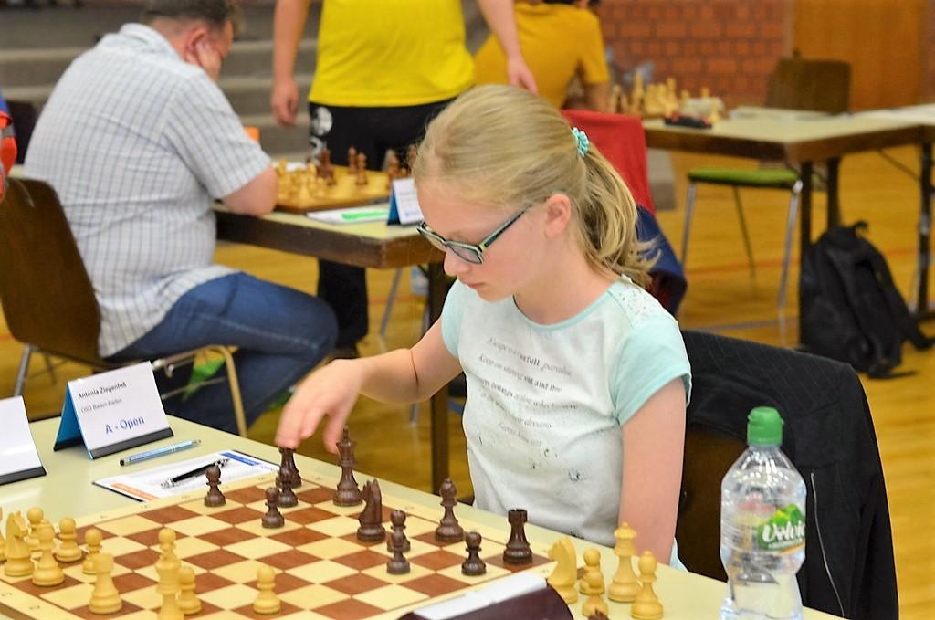 vellmarer-schachtage-2016-schwebende-hand-1