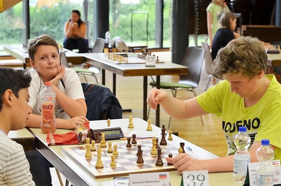 vellmarer-schachtage-2016-schwebende-hand-2
