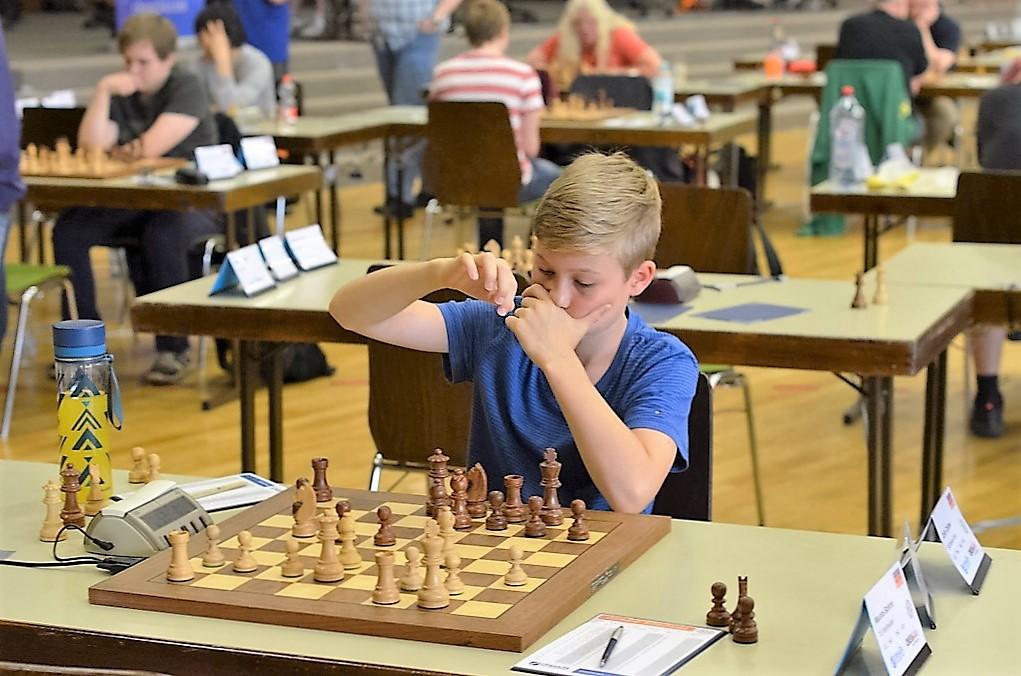 vellmarer-schachtage-2016-schwebende-hand-3