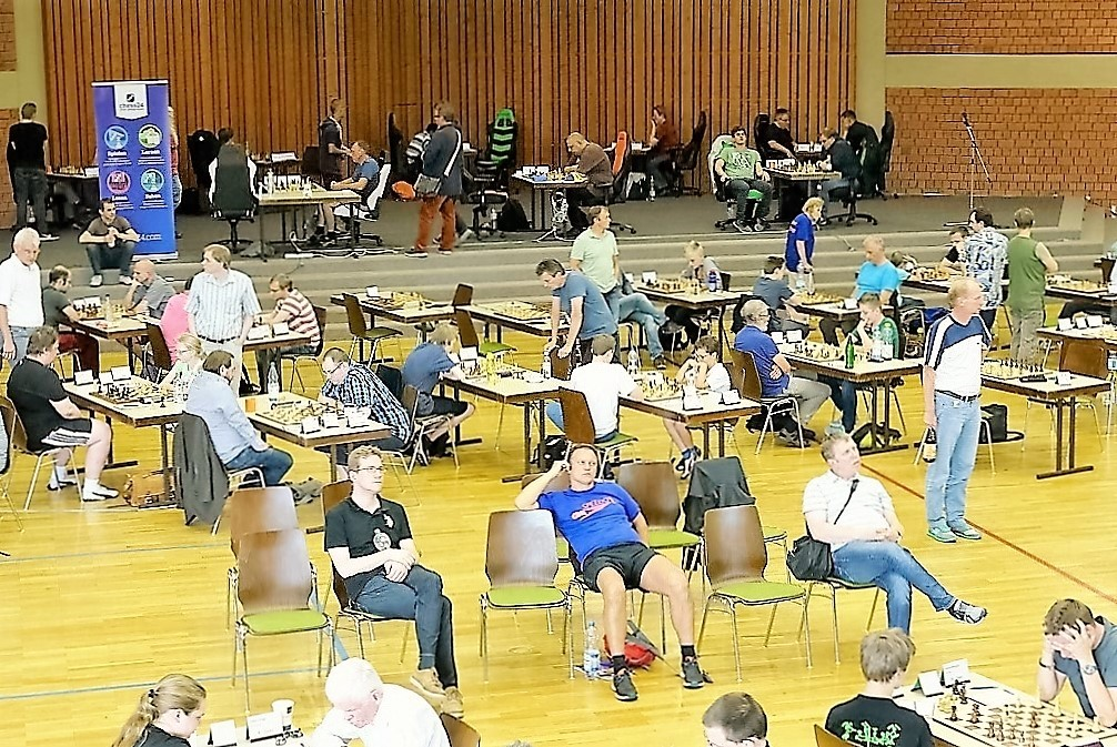 vellmarer-schachtage-2016-turniersaal-mit-bühne